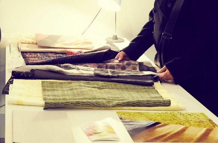 _querbeet-Designs liegen auf dem Tisch